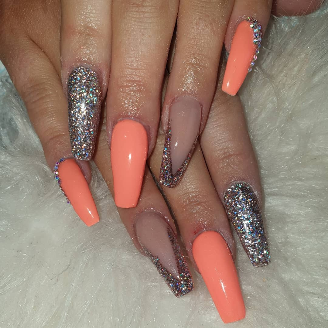 Absolutely love this beautiful bright orange set, extreme length and took ages but always worth it .... orangenails