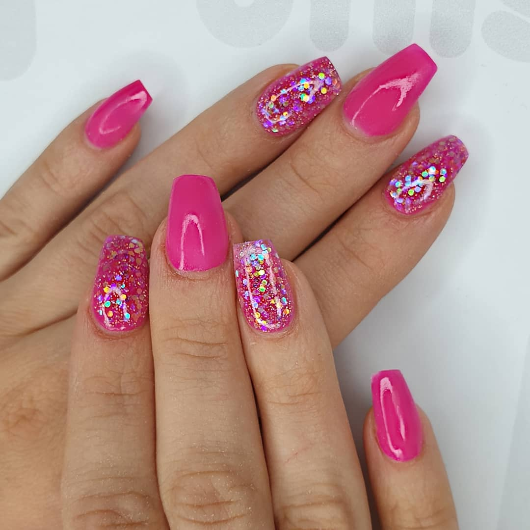 Glitter me pink Using magenta, pink holo, pink diamonds  crystal glassFinished with melonmania cuticle oil shabaawards
