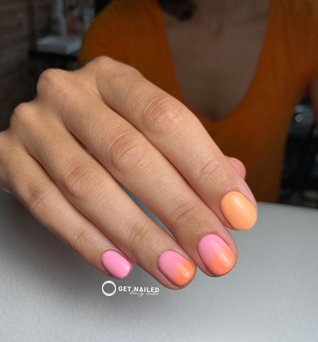 Summer sunset  Nails done by Corina LinuYou can book your appointment on getnailed.co, through DM, WhatsApp +34 680 576 151 or simply by leaving a comment ..luxiogel