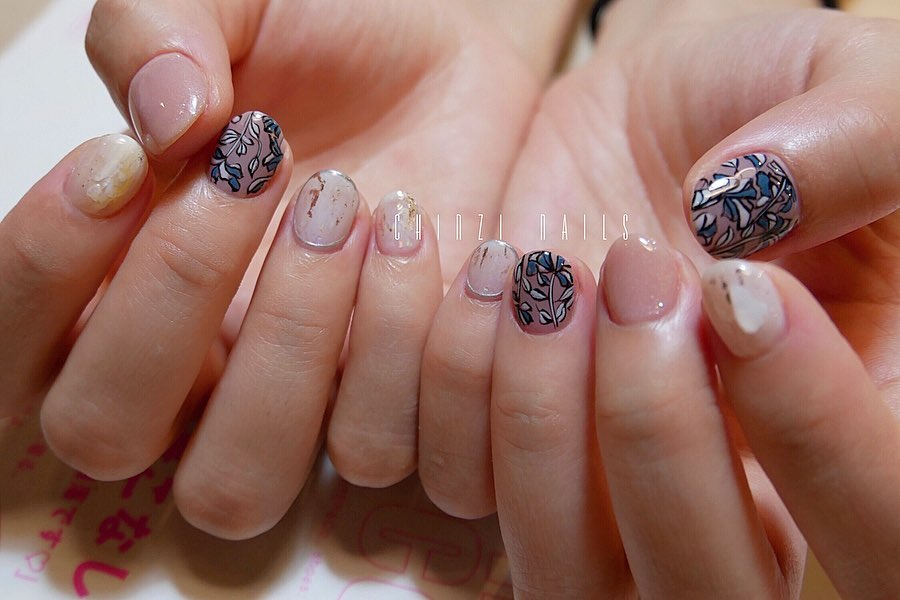 3  A.100B.100100Line:nails