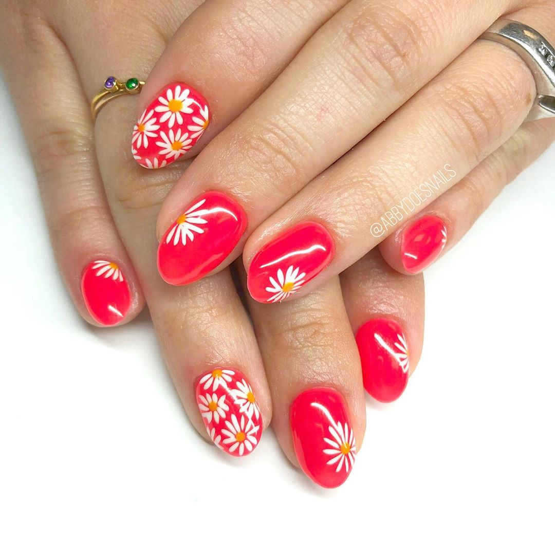 These daisy nails are the same colorway as the ones did on just a different aestheticdesign   utahcountynails