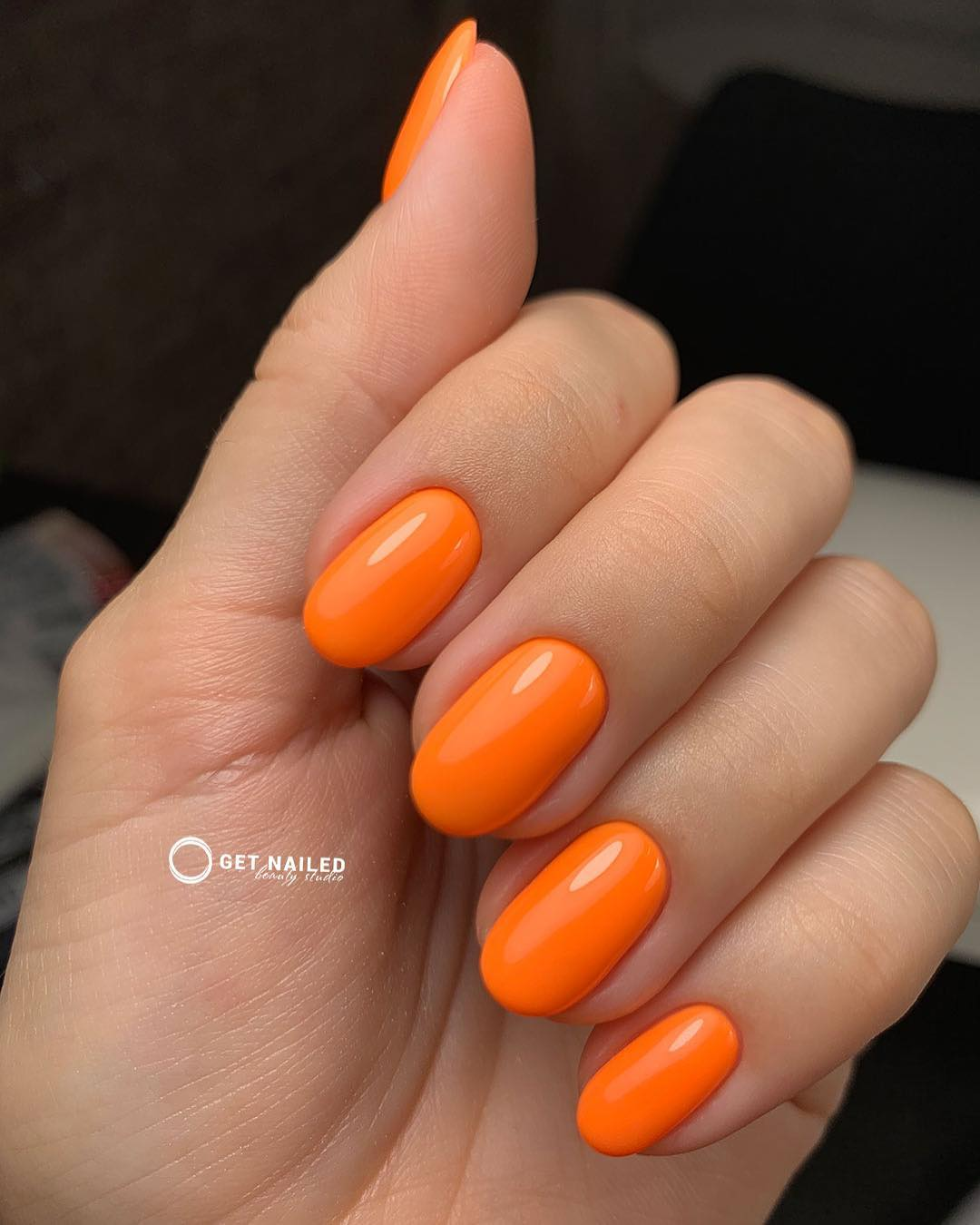 In the mood for orange Nails done by KarinaYou can book your appointment on getnailed.co, through DM, WhatsApp +34 680 576 151 or simply by leaving a comment ..luxiogel
