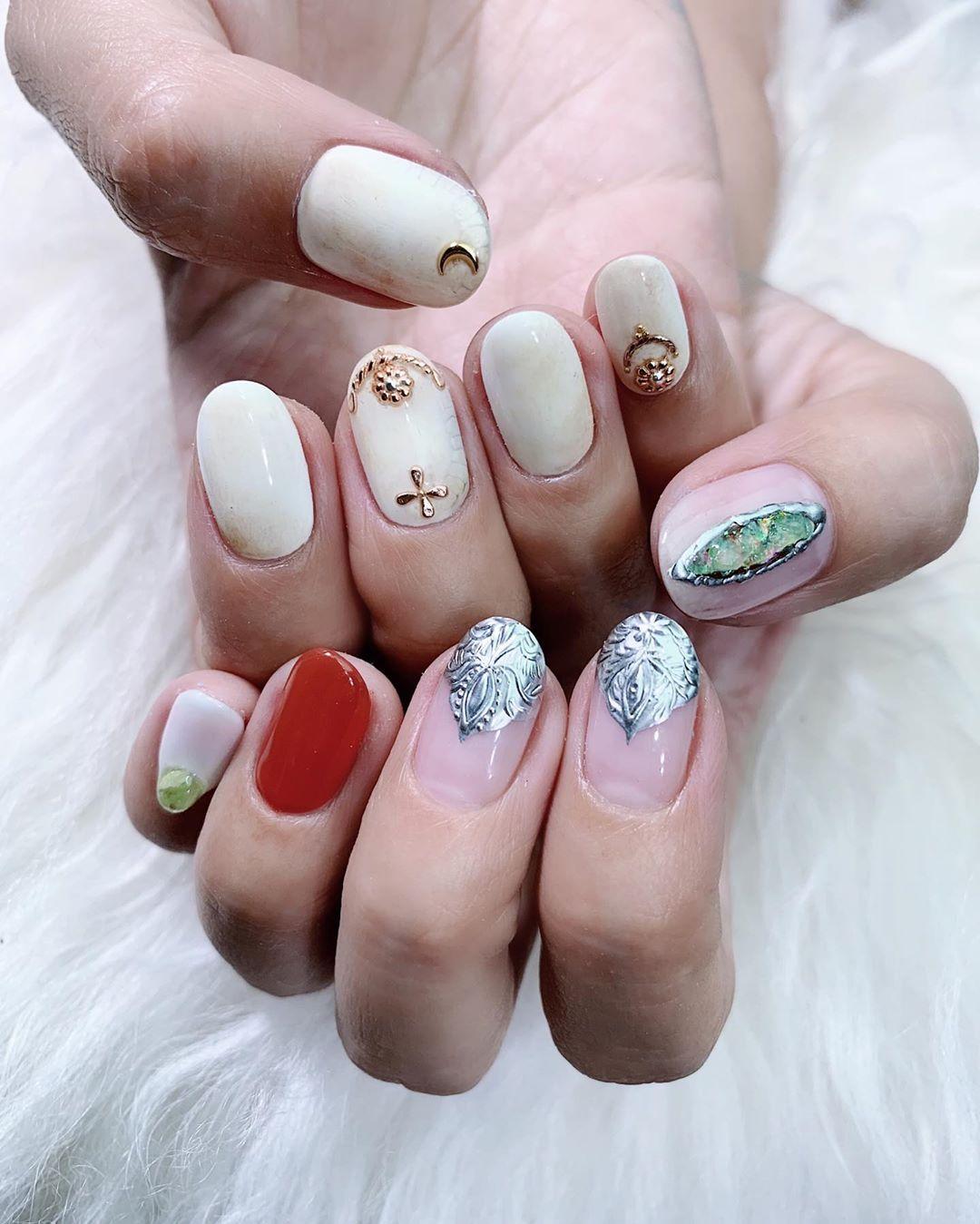 live nail artist hand model clou