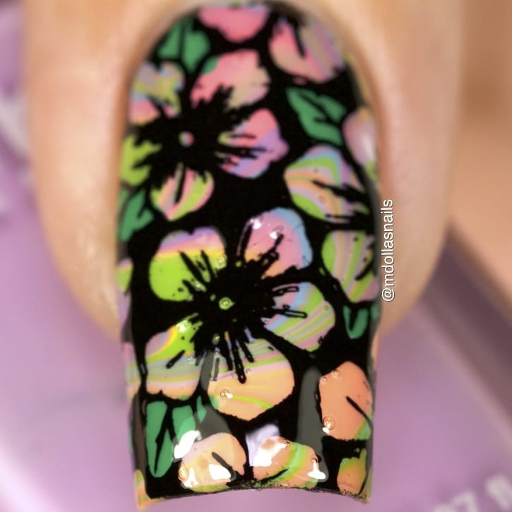 Water marble and flowers.I used 355, 708, 330, 841, 340, stamped with SB034 plate.Another entry smalti