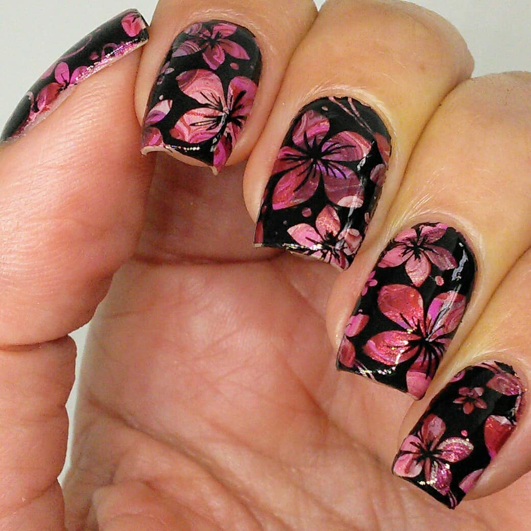 Some stamping over the drag marble roses. Swipe for macros. ***stampingoverdragmarble