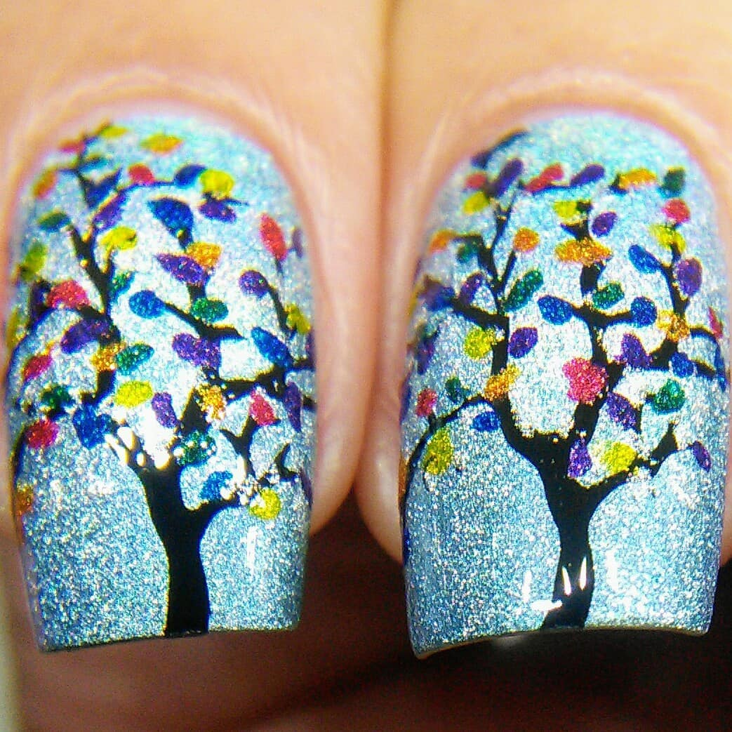 For the Rainbow theme for this week's I tried some rainbow colored trees using plate 113 and a bunch of different holos. Swipe for macros. ***rainbownails