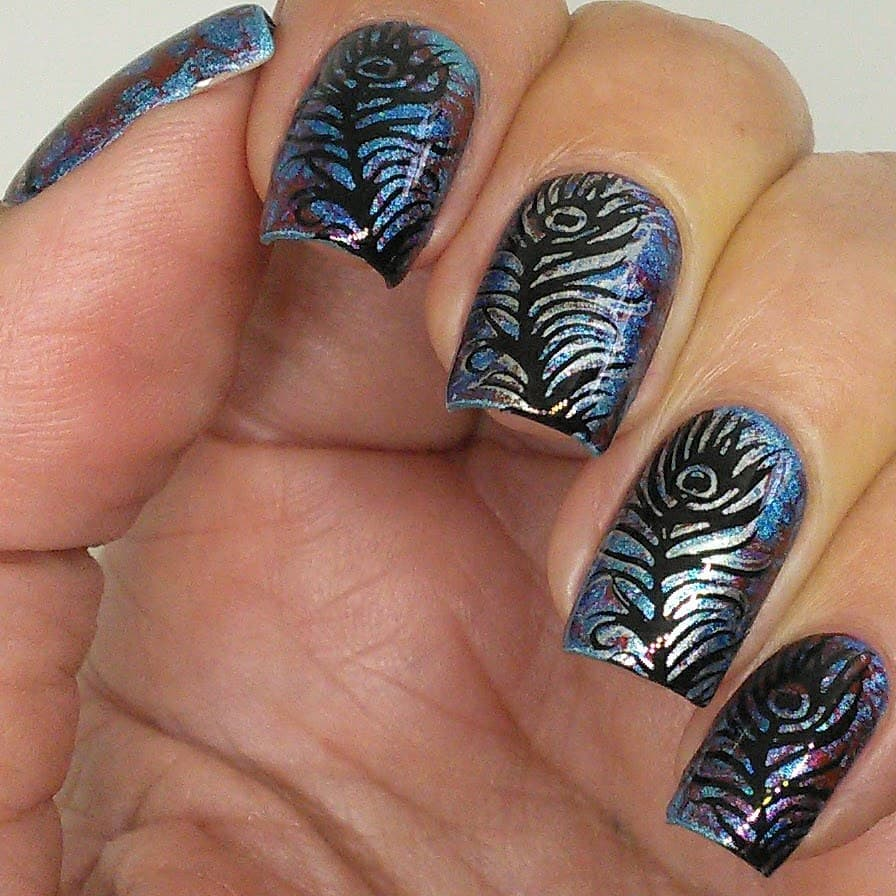 Feathers for over my previous fluid art nails using Double Fun plate. Swipe for macros. ***pueencosmetics